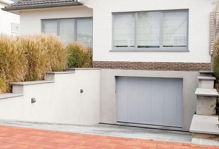 Porte de garage à déplacement latéral